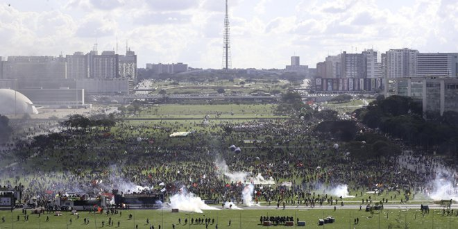 Concentración contra Bolsonaro en Brasília