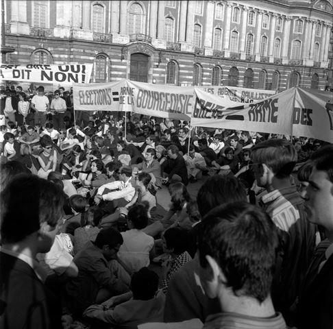 11 12.06.68 Mai 68. Nuit démeutes. Manif. Barricades.Dégâts 1968 53Fi1037