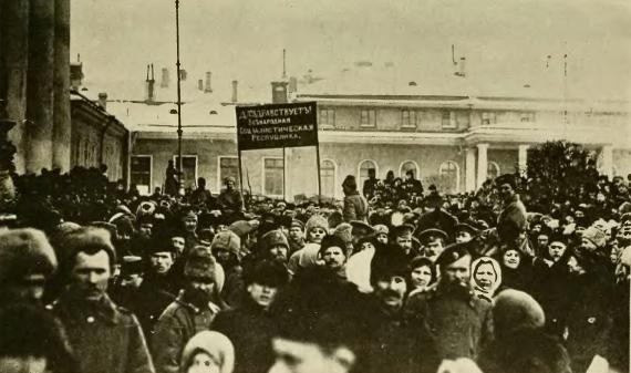 Petrograd protest Feb1917 Public domain