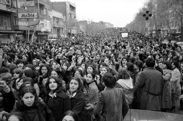 women protesting hijab iran