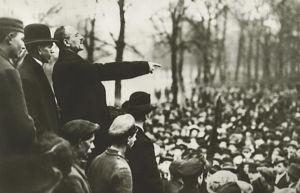 Karl Liebknecht habla multitud