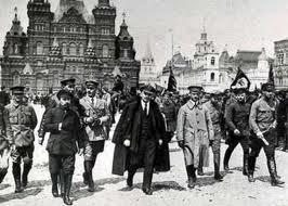 Lenin_colaboradores_andando_Krenlim